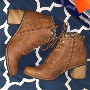 NEW brown laced heeled booties